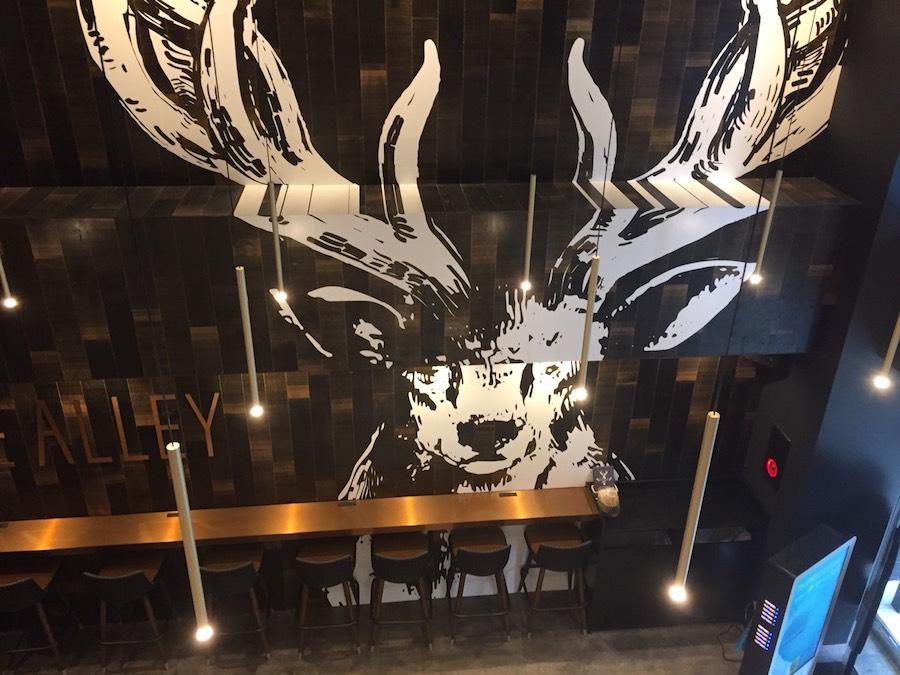 ジアレイ渋谷道玄坂店2階から見た鹿さん壁画