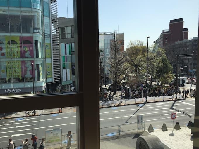 猿田彦珈琲原宿駅店 カウンター席からの眺め